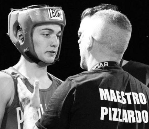 Enrico Pizzardo con un pugile della Pugilistica Rodigina durante un match